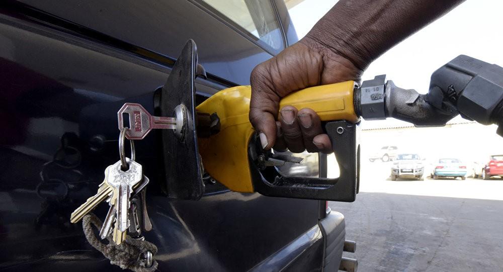 راهکار درست و منطقی در حل معادله قیمت بنزین چیست ؟