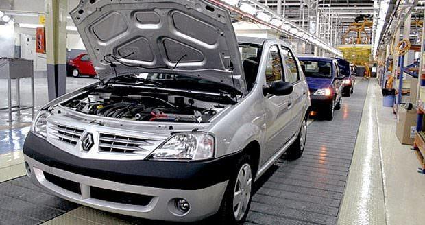 در شرایط فعلی قیمت گذاری خودرو در حاشیه بازار تنها راهکار اجرایی می باشد