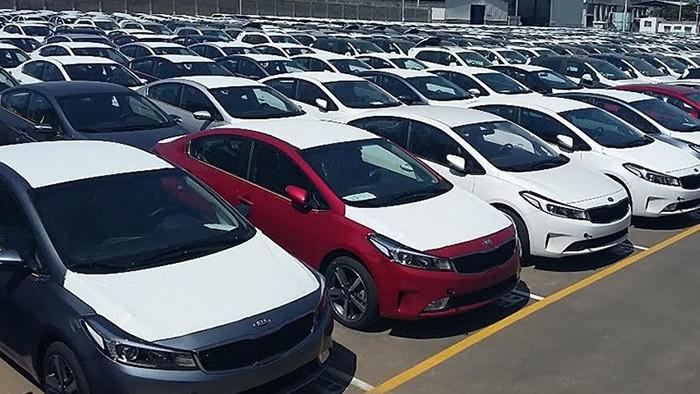 اتمام مهلت وزارت صنعت برای ابلاغ دستورالعمل ترخیص خودروهای وارداتی