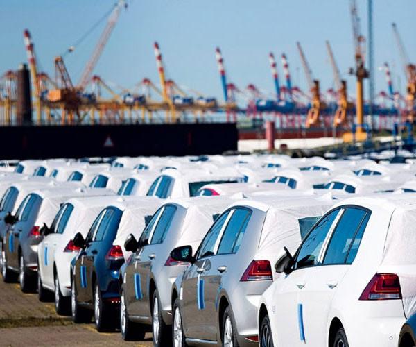 دولت همچنان مخالف با واردات خودرو  است ولی مجلس موافق !