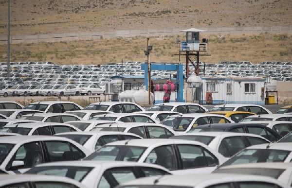 خودروسازها به جای فروش نقدی، تعهدات قبلی را تسویه کنند