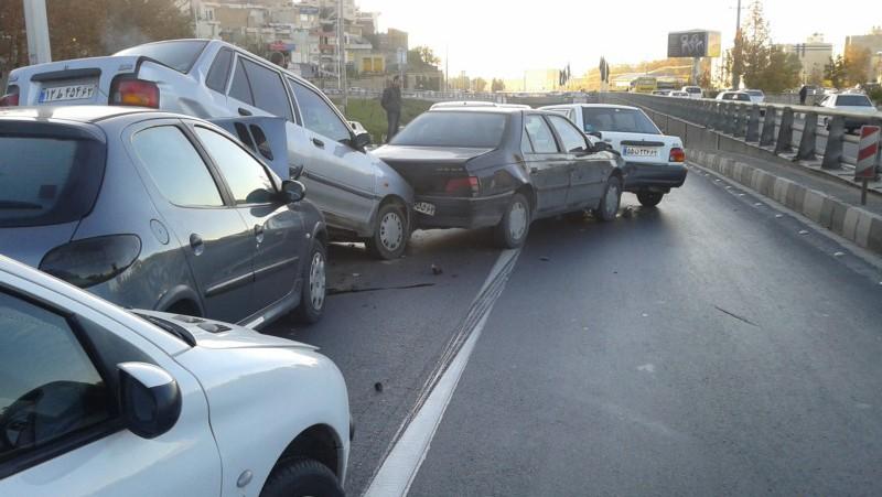 بعد از تصادف خودرو ها باید به کنار خیابان هدایت شوند
