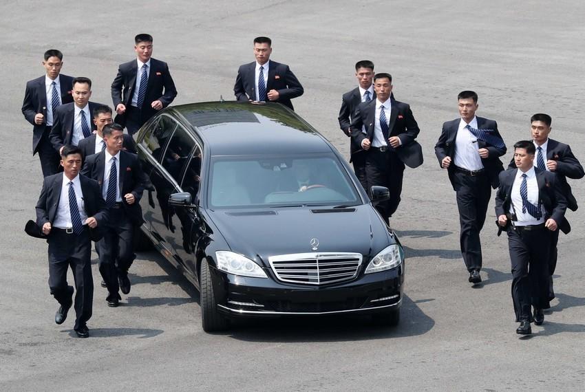 شرکت دایملر آلمان : نمیدانیم رهبر کره شمالی خودروهای لوکس ما را از کجا آورده است