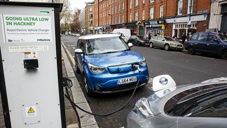 آشنایی با بزرگترین دغدغههای مشتریان برای خرید خودروهای برقی