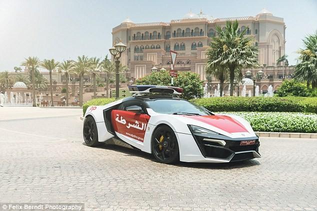 معرفی یکی از هفت خودروی لایکان هایپراسپرت به عنوان ماشین پلیس در ابوظبی + عکس