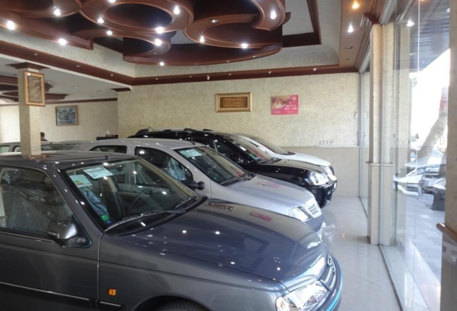 در بازار خودرو همه فروشنده شده اند و از خریدار خبری نیست