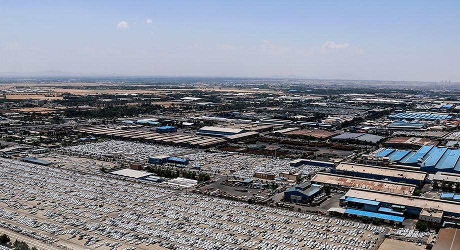تصاویر هوایی از پارکینگ های پر از خودروی ایران خودرو