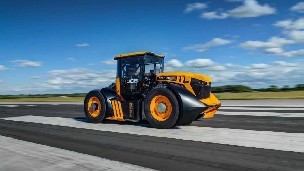 jcb-fastrac-8000-worlds-fastest-tractor.jpg