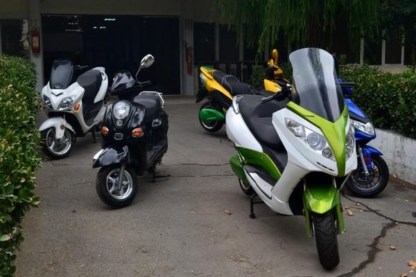 مشتریان اصلی موتورسیکلتهای برقی در ایران ؛ زنان و جوانان !
