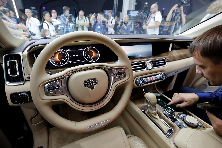 فروش اولین خودرو لیموزین ساخت روسیه.jpg