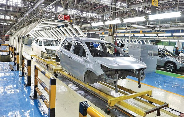 خودروسازان از پیشبینی ها در باره سقف تولید جا ماندند