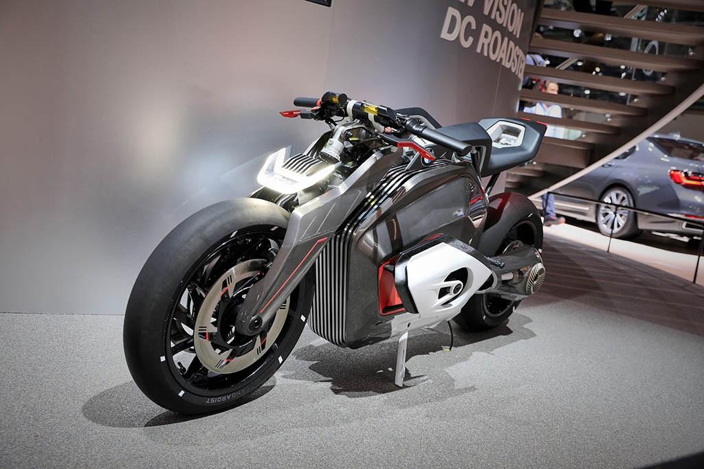 آشنایی با موتورسیکلتهای جذاب بامو در فرانکفورت-1.jpg