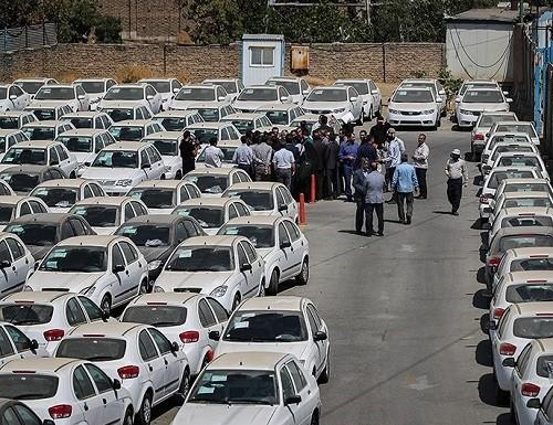 بازدید دادستان محل دپوی خودروهای سایپا زیر آفتاب!
