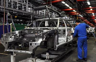 نگاهی به بالا و پایین شدن تولید ماهانه خودروهای داخلی + نمودار