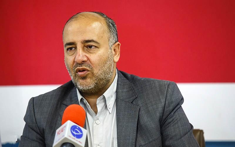 نماینده مجلس: قیمت خودرو تحت الشعاع اختلاف وزرای صنایع و بازرگانی قرار دارد