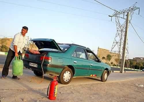 افزایش سوختگیری های غیر مجاز در کنار جاده!