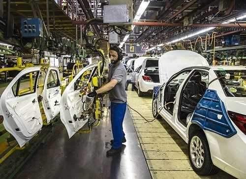 تلاش دولت برای رونق تولید و افزایش تیراژ خودروسازان