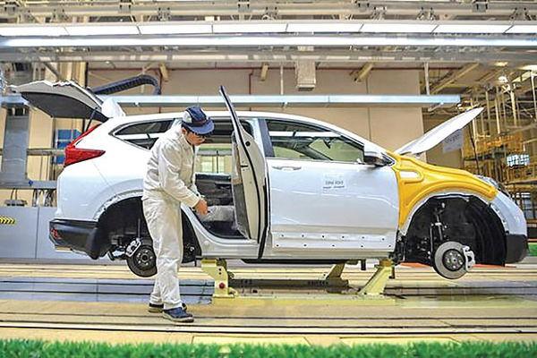چرخش خودروسازان چینی به تولید ماسک برای مقابله با ویروس کرونا
