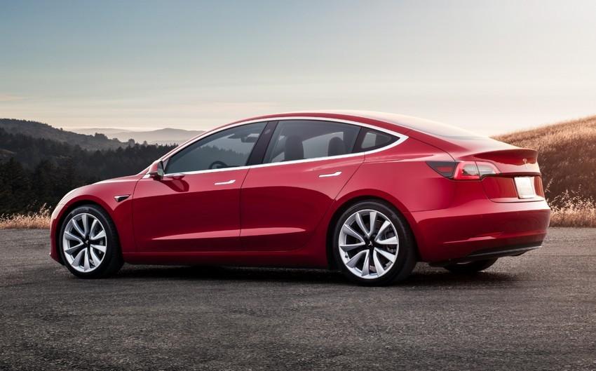 2019-Tesla-Model-3-04.jpg