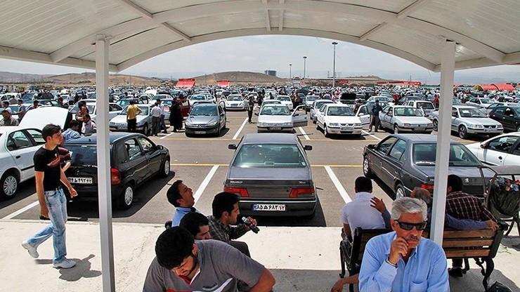 درخواست خودروسازان برای فروش در حاشیه بازار