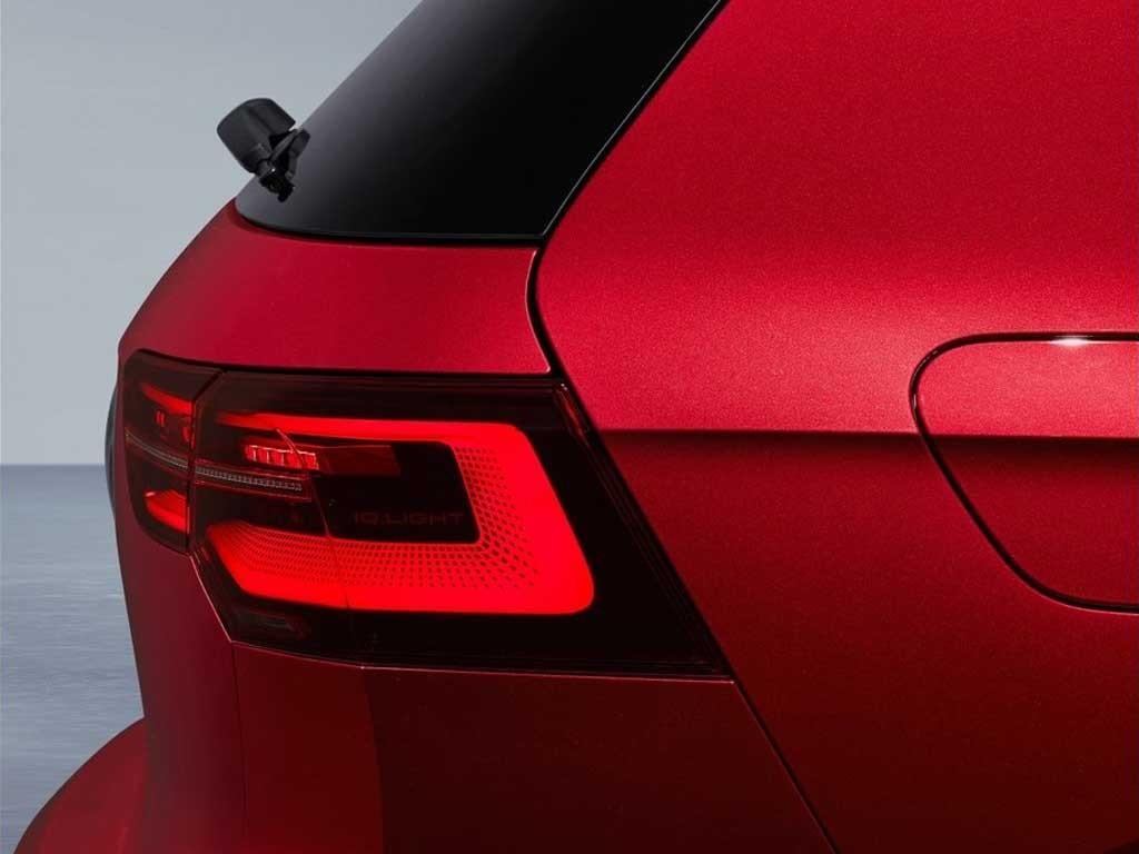 Volkswagen-Golf-GTI-2021-2.jpg