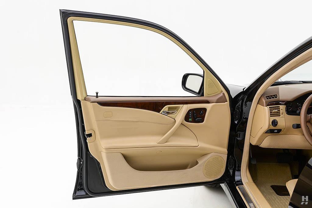 Mercedes-E320-Pickup-21.jpg