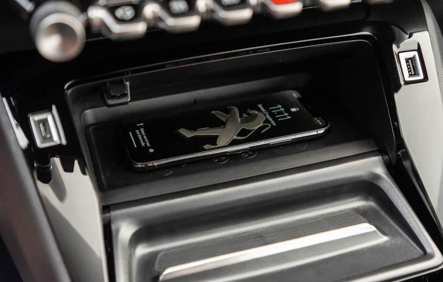 Peugeot-208-06.jpg