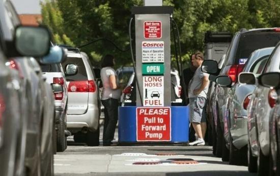 اولین بار در ۴ سال اخیر؛کاهش قیمت بنزین آمریکا به زیر ۲ دلار!