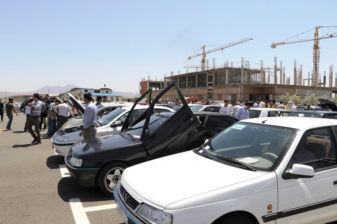 دلالان و سوداگران خودرو با نرخگذاری کاذب مانع کاهش قیمت میشوند
