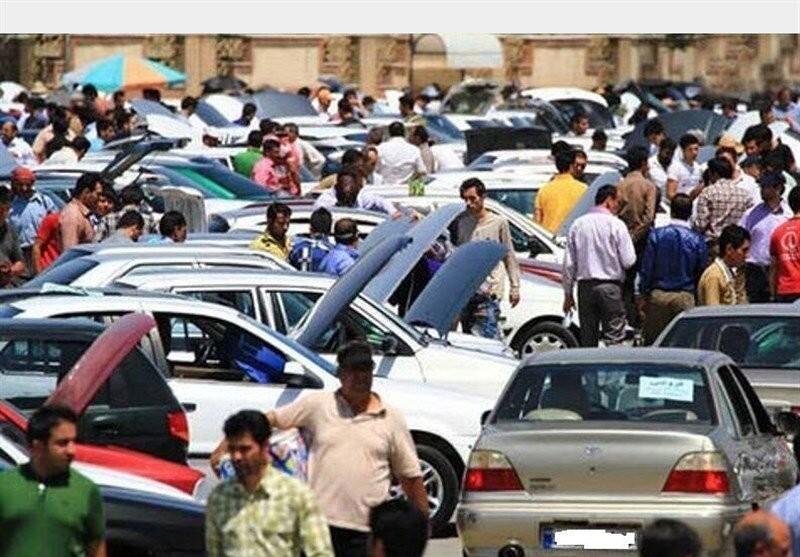 نماینده مجلس: قیمتهای اعلامی خودرو در بازار کاذب است