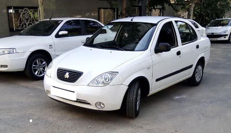 کشمکش بر سر اعلام قیمت جدید خودروها همچنان ادامه دارد