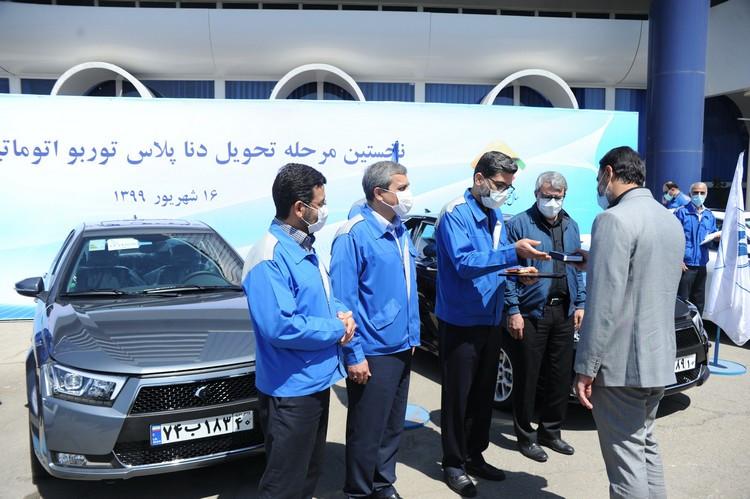 تحویل نخستین سری محصول جدید ایران خودرو  در حضور مدیرعامل+ عکس