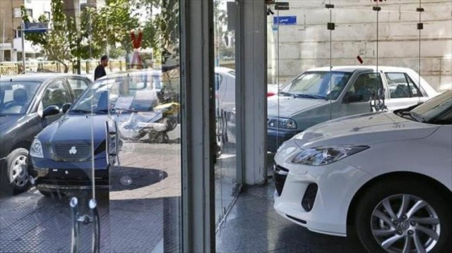 بالاخره قیمت خودروها کمی شیب نزولی گرفت