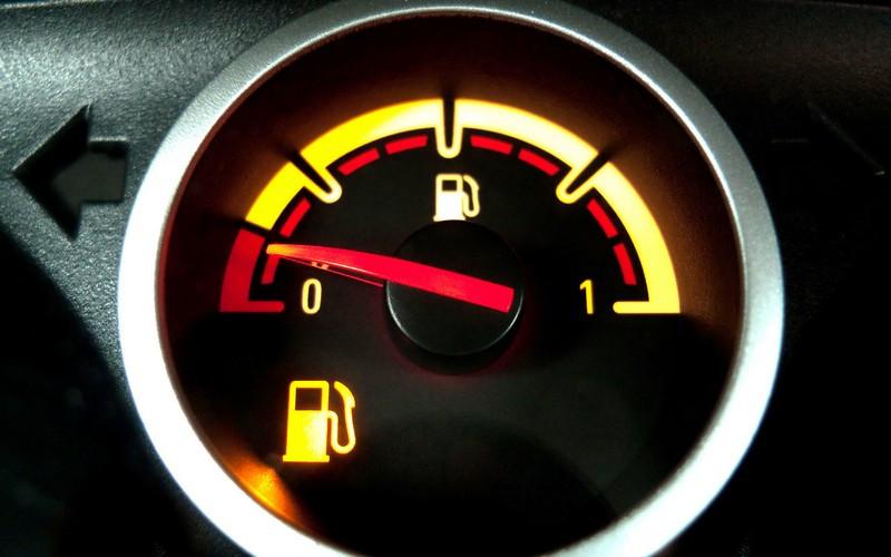 چرا با بنزین انتهای باک حرکت نکنیم بهتر است؟