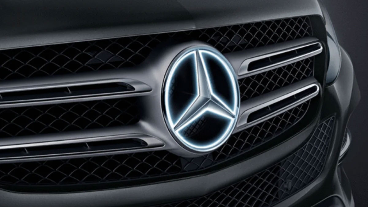 Mercedes-Illuminated-Badge.jpg