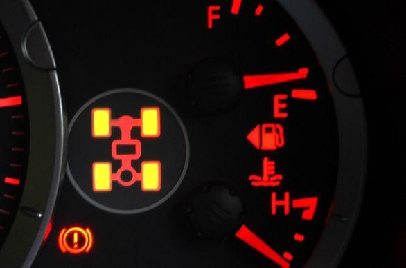 آیا روشن شدن چراغ 4WD در خودرو نگرانکننده است؟