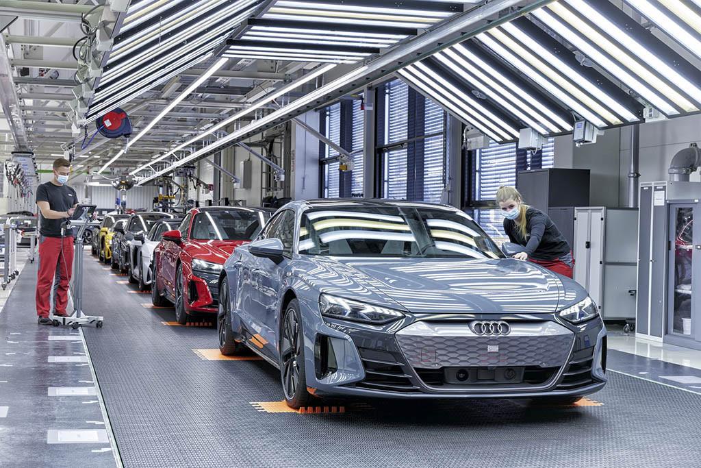 2022-Audi-e-tron-GT-97.jpg