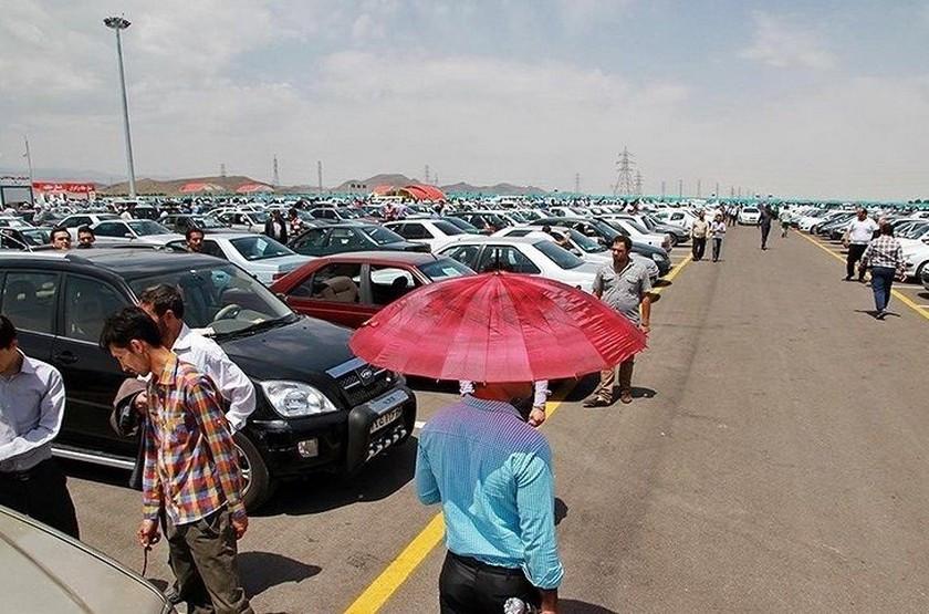 افت ۱ تا ۴ میلیون تومانی قیمت خودرو در بازار با کاهش قیمت دلار