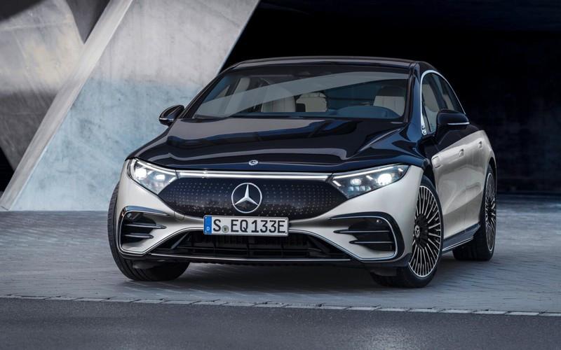 Mercedes-Benz-unveils-new-flagship-EQS-electric-sedan.jpg
