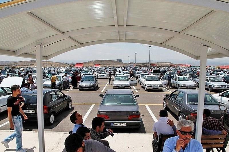 خریداران بلاتکلیف در بازار خودرو + قیمتهای روز خودروهای داخلی