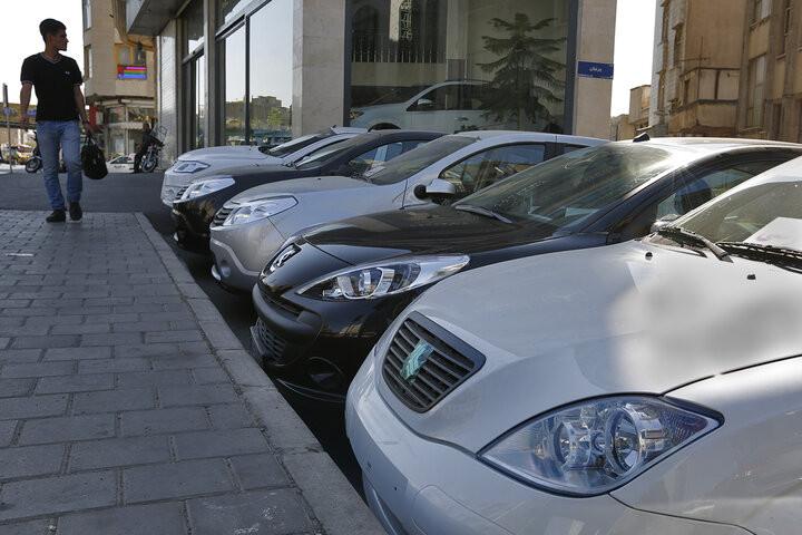 بررسی تغییرات قیمت ۱۰خودروی پرفروش؛ بازار خودرو در سراشیبی سقوط + جدول