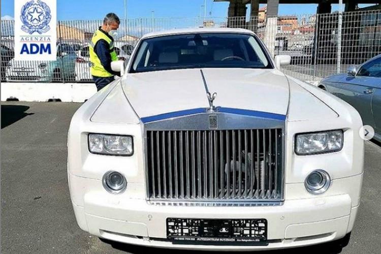 Rolls-Royce-Phantom-Illegal-crocodile-leather-interior-1.jpg