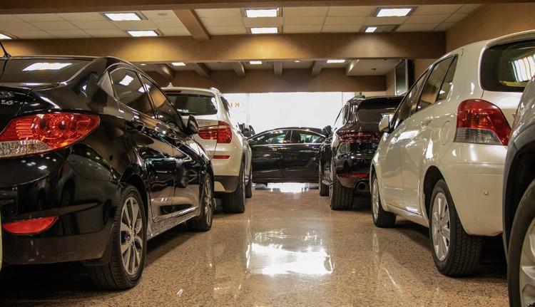انجمن واردکنندگان خودرو: خرید و فروش خودرو در بازار متوقف شد!