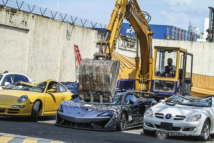 دوباره خودروهای قاچاق در فیلیپین تخریب شدند + عکس