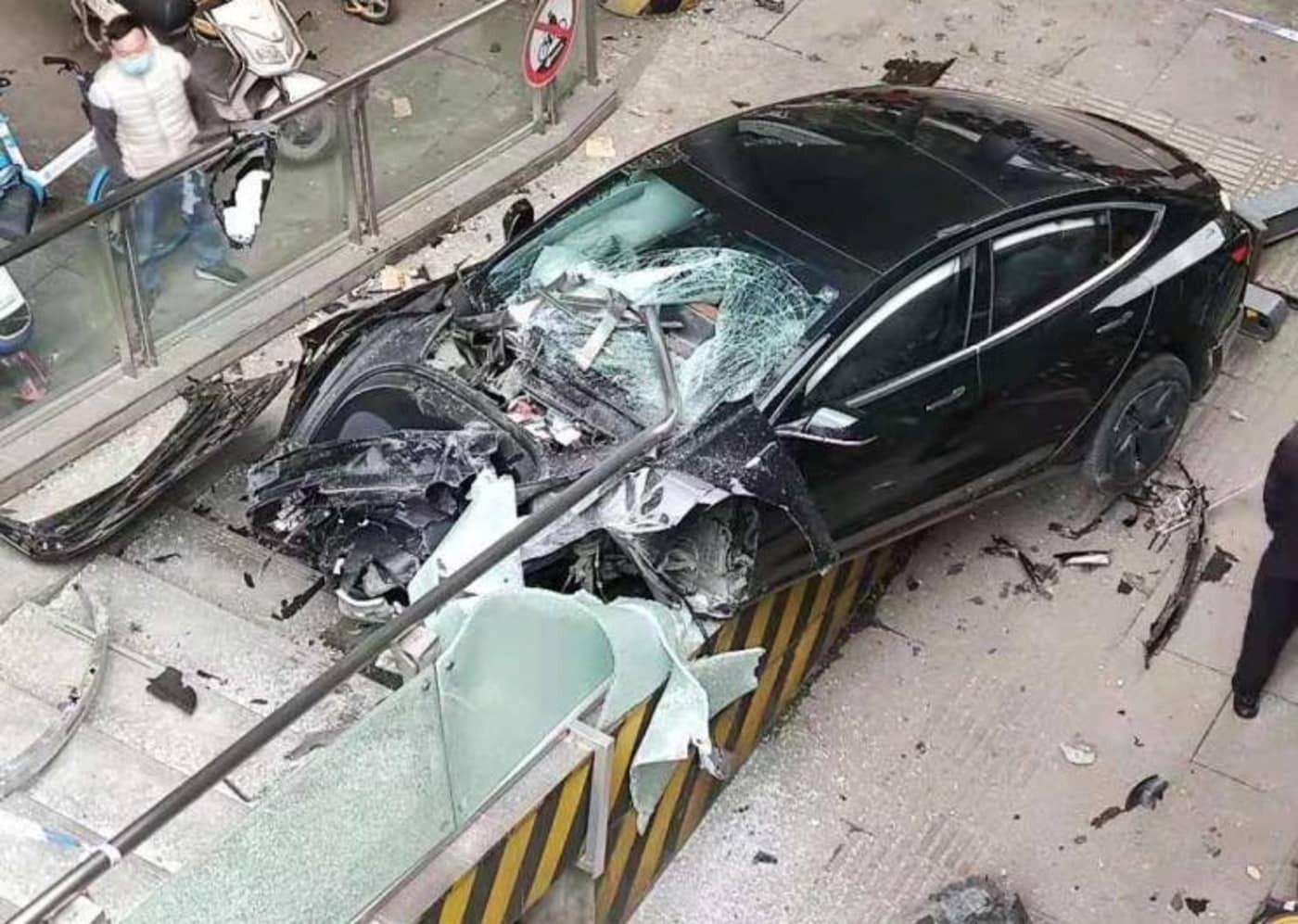در تصادف خودروهای خودران چه کسی مقصر است؟