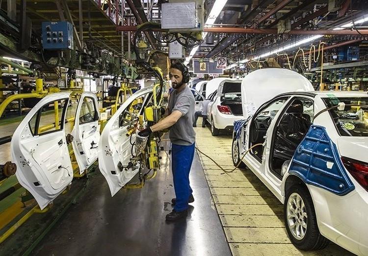 صنعت خودرو کشور در محاصره دو تحریم