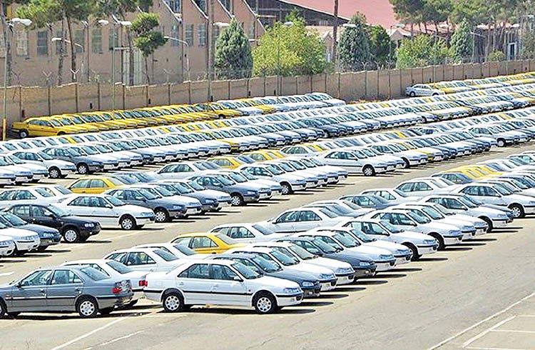 دپوی بیش از 140  هزار خودروی ناقص کف پارکینگهای خودروسازان