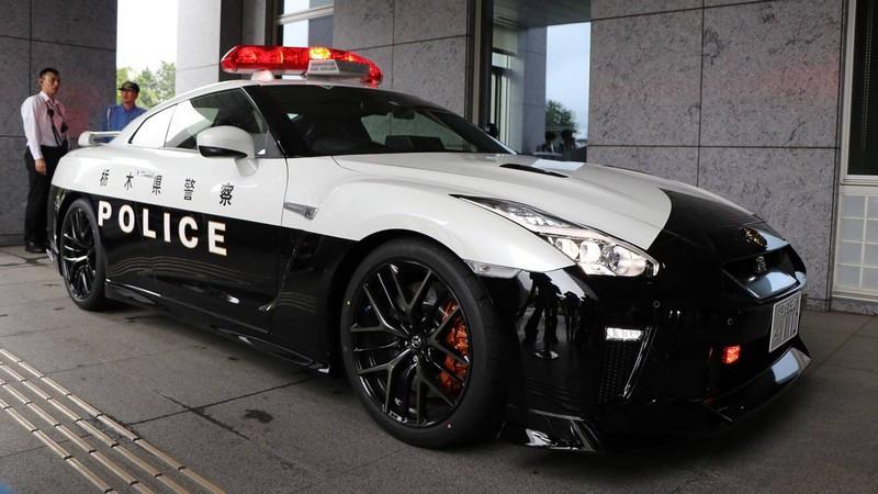 nissan-gt-r-police-car-in-japan.jpg