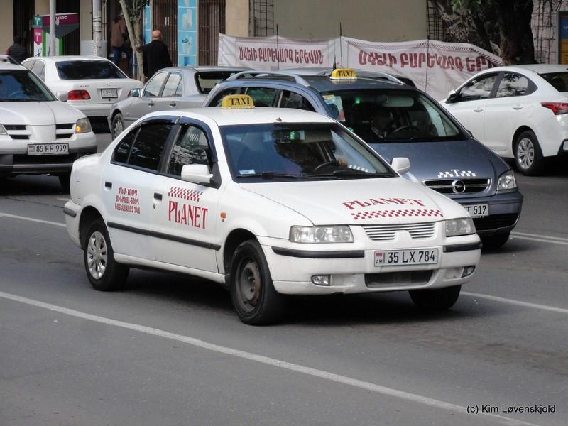 نگاهی به بازار پرحرف و حدیث خودروهای ایرانی در کشورهای همسایه
