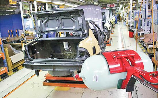 آیا تولید دوگانه سوزها در خودروسازان احیا میشوند؟